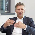 georg-stawowy-vorstand-fuer-technik-und-innovation-bei-lapp-im-gespraech.jpg