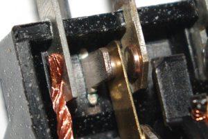 Als Kontaktwerkstoff kommt eine Kupferlegierung zum Einsatz