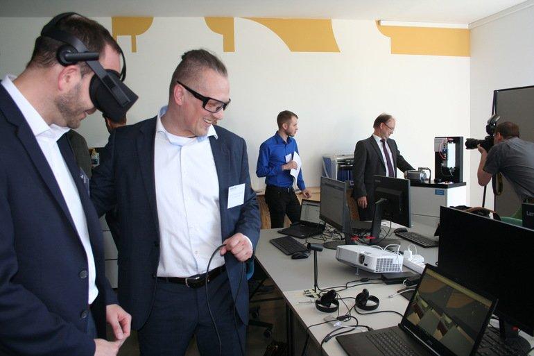 Dock One – wo digitale Ideen Laufen lernen Lenze-Gruppe eröffnet ...