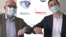 Philipp_Mirliauntas_(l.),_Duotec,_und_Carsten_Ellermeier,_Prettl-Electronics-Gruppe,_besiegeln_die_Zusammenarbeit