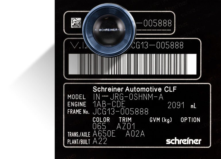 Color-Laserfolie-Typenschilder_von_Schreiner_ProTech_können_mit_einer_schwer_zu_fälschenden_Mikroschrift_versehen_werden