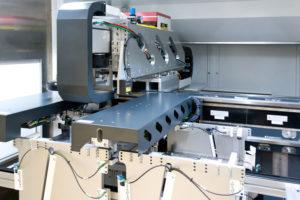 Um_präzise_und_sichere_Laserschweiß-Prozesse_zu_gewährleisten,_setzt_Manz_in_Verbindung_mit_dem_Battery_Laser_System_BLS_500_eine_Bildverarbeitungssoftware_von_MVTec_mit_integrierter_Deep-Learning-Technologie_ein