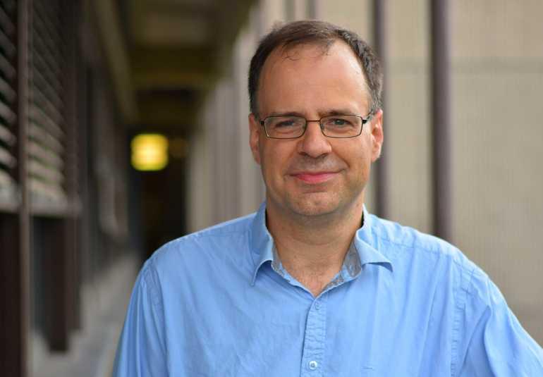 Prof._Dr._Frank_Wilhelm-Mauch,_Theoretische_Physik,_Quanten-_und_Festkörpertheorie
