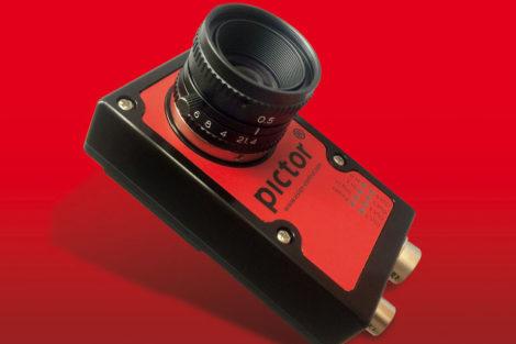 Die_smarte_Kamera_Pictor_N-403M_der_Vision_&_Control_GmbH_ist_kleiner_als_eine_Zigarettenschachtel
