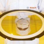 Chipfabrik-Bosch-Wafer_im_Reinraum